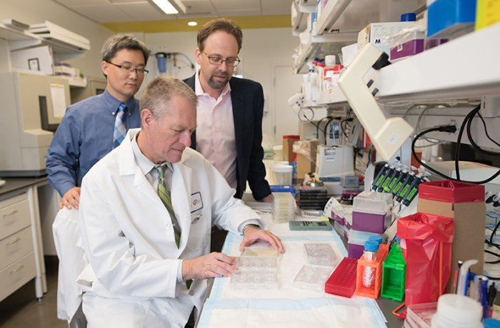 Dr. Zenhausern in the Lab with Drs. Ting Wang and Ken Knox