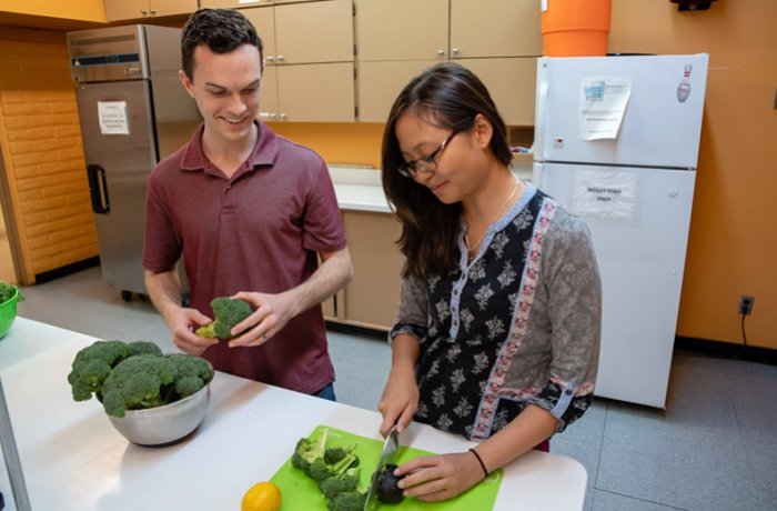 Students Cut Vegetables at Culinary Medicine Event