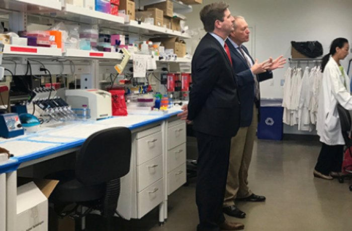 Dr. Zenhausern Shows His Lab Space to Mayor Greg Stanton