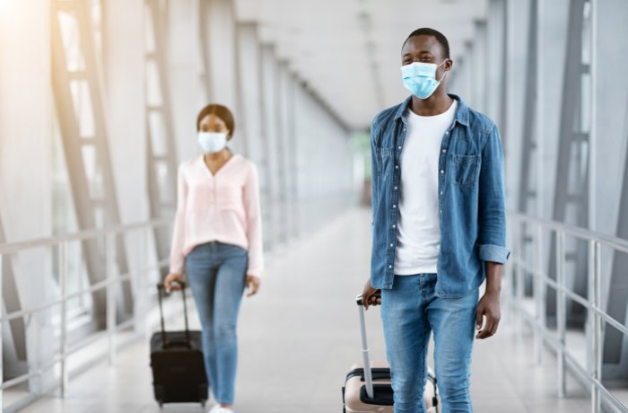Couple traveling during pandemic